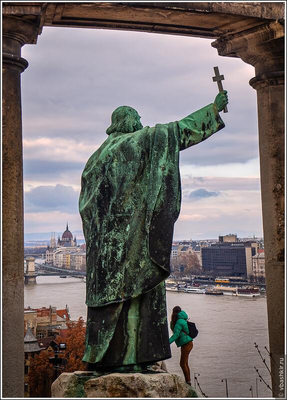 Памятник Св. Геллерту на его холме.