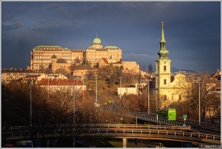 Королевский дворец и церковь Св. Екатерины.