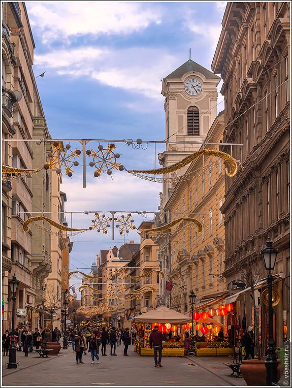 Улица Ваци.