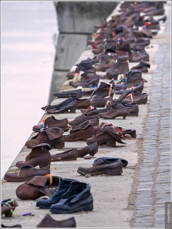 Туфли на набережной Дуная. Памятник на месте массовых расстрелов евреев нацистами в 1943-44 годах.