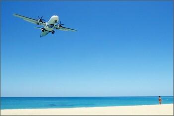 На Пхукете ужесточили наказание для туристов за селфи с самолётом – вплоть до смертной казни