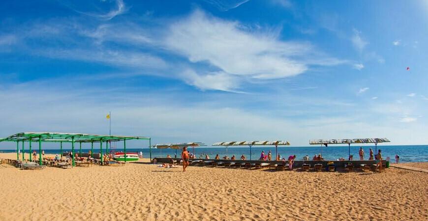 Пляж санатория «Приморье» в Евпатории