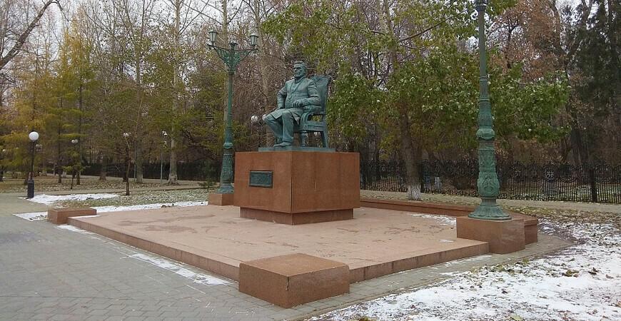 Памятник Текутьеву в Тюмени