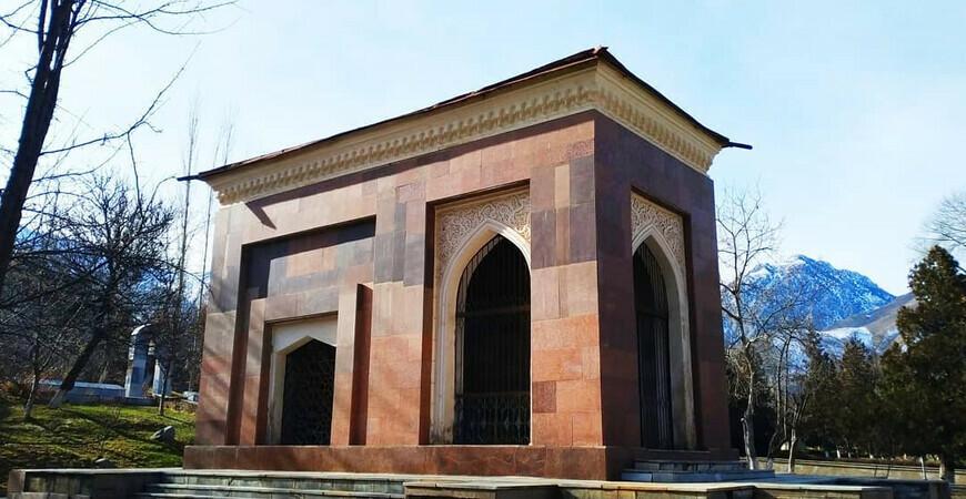 Мавзолей и могила Хамзы Ниязи Хакимзаде