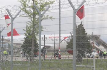 В Албании вооружённые люди напали на австрийский самолёт