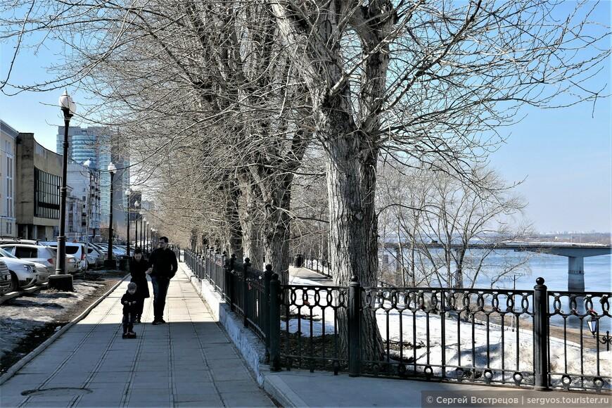 Семейная прогулка по верхней набережной (ул. Окулова)
