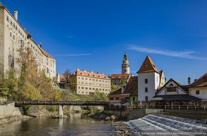 Осеннее средневековье. Члены семьи Рожмберков были талантливыми дипломатами и умелым предпринимателями, благодаря чему росли богатство и влияние. К тому времени владения Рожмберков занимали седьмую часть всех чешских земель, насчитывали около 100 тысяч подданных, 52 города, около 570 сел в Чехии, Моравии, Силезии и Австрии.