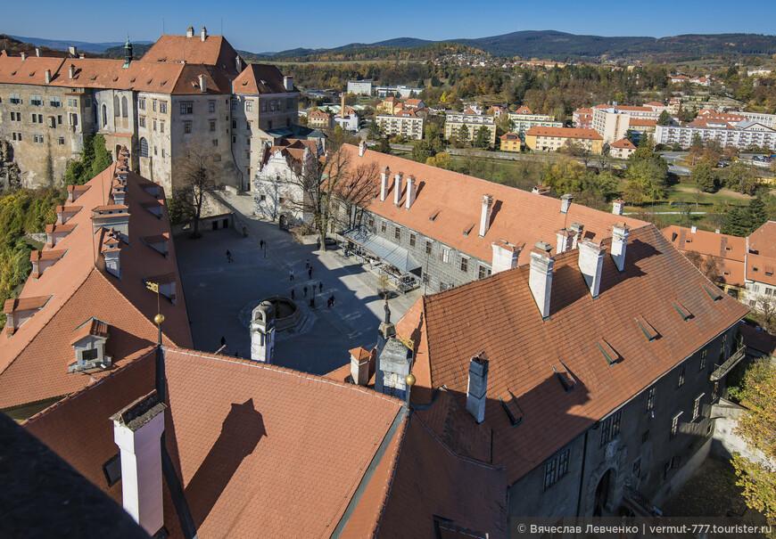Замок Чески-Крумлов с высоты смотровой площадки башни.