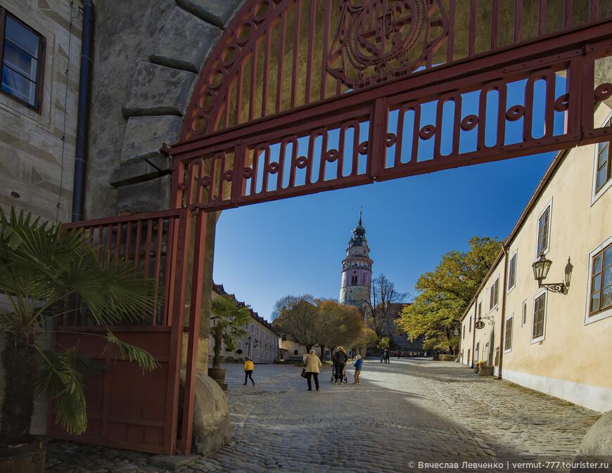 Выходим из замка по улице Zámek в сторону Миноритского  монастыря.