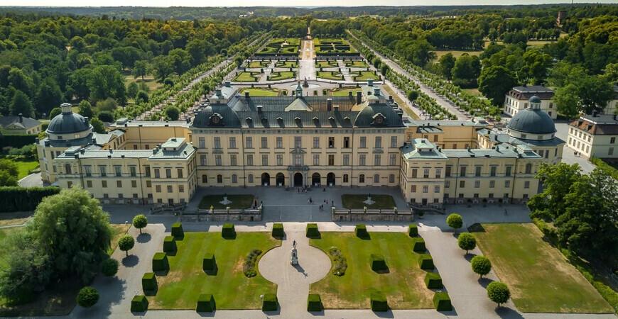 Дворец Дроттнингхольм в Стокгольме