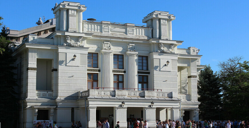 Театр им. А. С. Пушкина в Евпатории