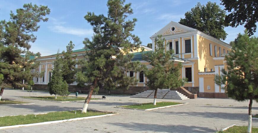 Здание военного собрания в Фергане (Дом офицеров)