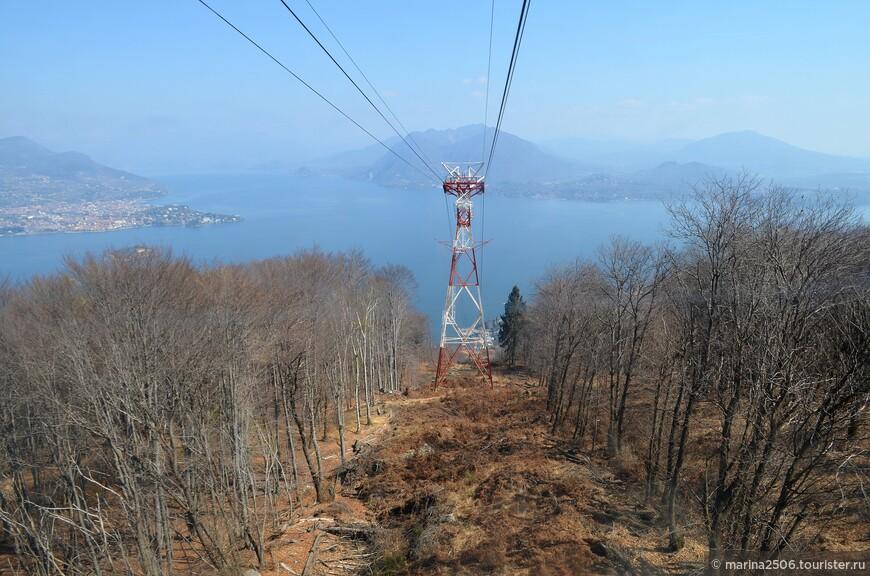Подъём на гору Моттароне состоит из трех этапов. Сначала кабина поднимает на первый уровень, на высоту 803 м.