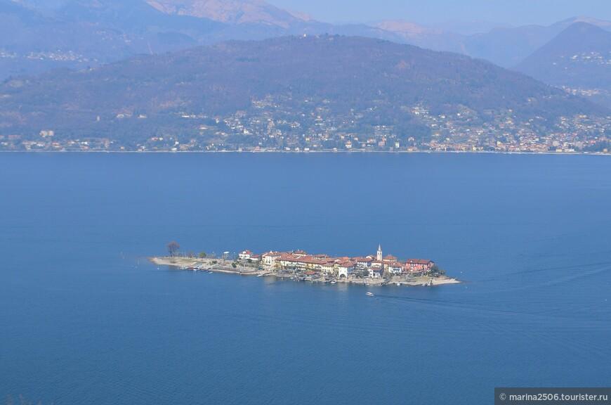 А здесь крупным планом запечатлела остров Рыбаков (Isola Dei Pescatore) – единственный остров из числа Борромейских, на котором проживают местные жители.