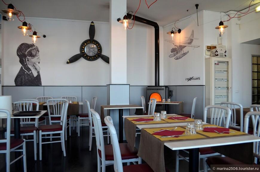 По завершении спуска с Мотте Моттароне советую заглянуть в ресторан «L'Idrovolante» (Piazzale Lido, 6).