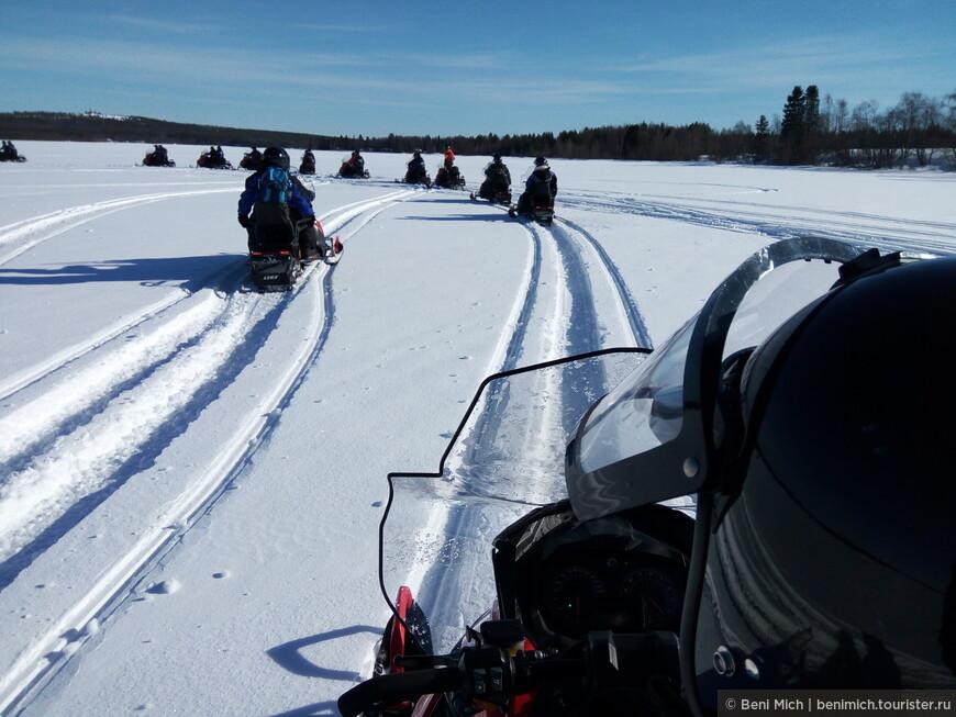 По замерзшему озеру