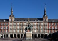 Plaza_Mayor_de_Madrid_-_01.jpg