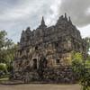 Храм Чанди Сари, один из малоизвестных храмов в окрестностях Джокьякарты.
