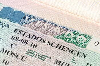 АТОР рекомендует туристам покупать страховки от невыезда из-за проблем с визами Испании