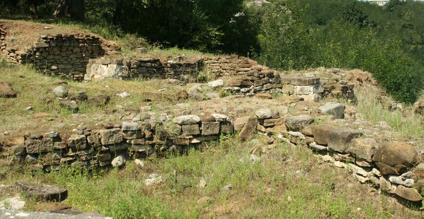Остатки античного города Вани