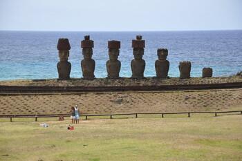 Статуи моаи на острове Пасхи разрушаются из-за массового туризма