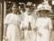 Aggie Grey слева. Апия, 27 июля 1912 года. Фотография из архива Tagata Pasifica (www.thecoconet.tv).