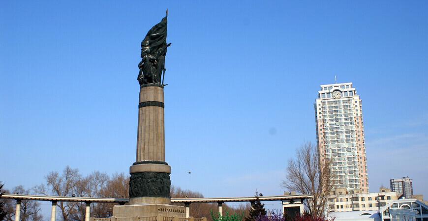 Стела в память о борьбе с наводнением (Flood Control Monument)