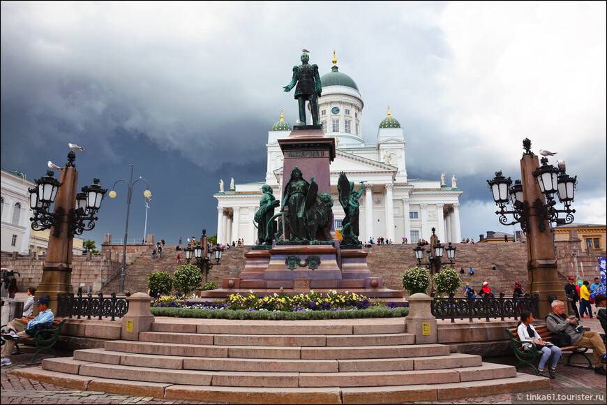 Кафедральный собор и памятник Александру Второму на Сенатской площади.