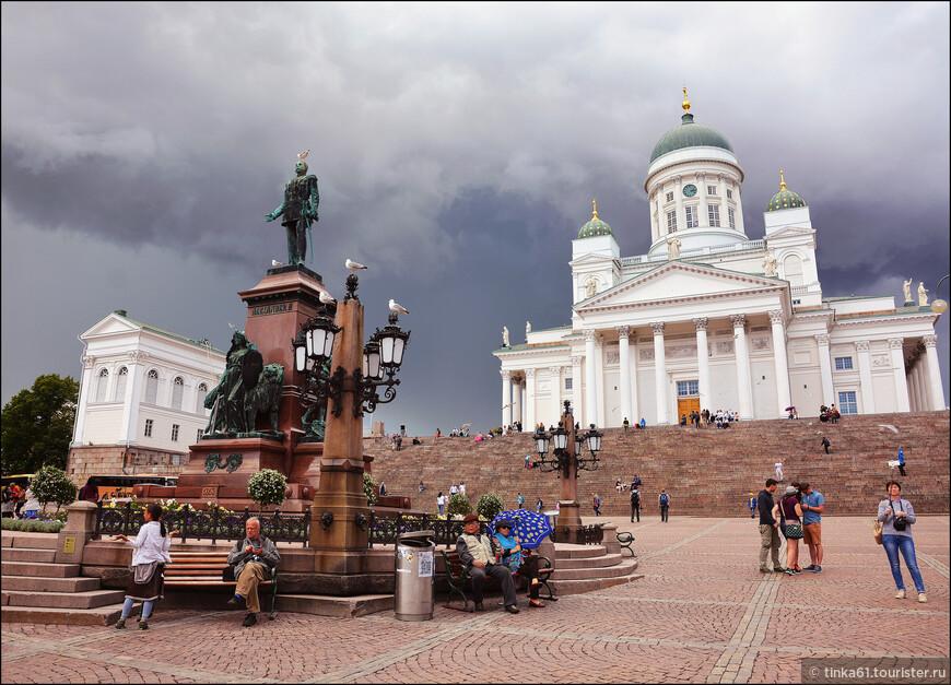 Кафедральный собор был возведен в первой половине XIX века после провозглашения Хельсинки столицей Великого княжества Финляндского.