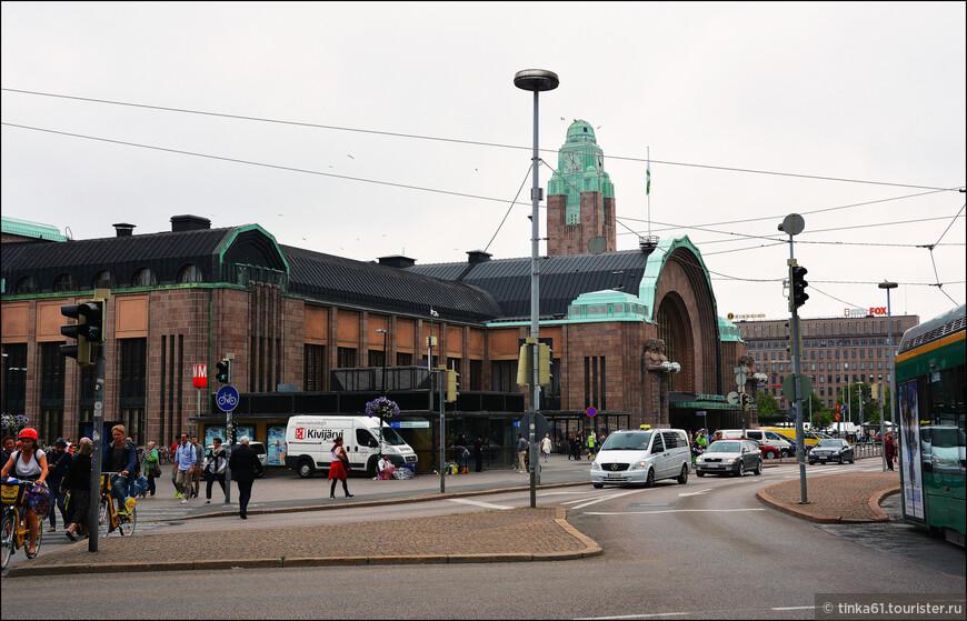 Центральный железнодорожный вокзал Хельсинки построен в 1904—1914 гг. в стиле северного модерна.