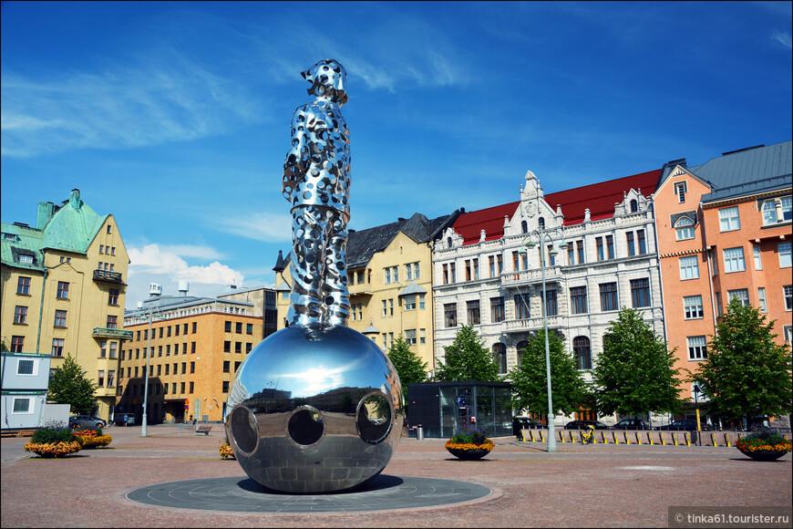 """Мемориал """"Несущий свет"""" считается  символом советско-финской войны 1939 года и отражает атмосферу того времени.  Посвящен он погибшим во время этой войны.Монумент разработан скульптором Пеккой Кауханеном и  представляет собой фигуру безоружного солдата, изрешеченного пулями. Воин стоит на подсвечивающемся изнутри шаре."""