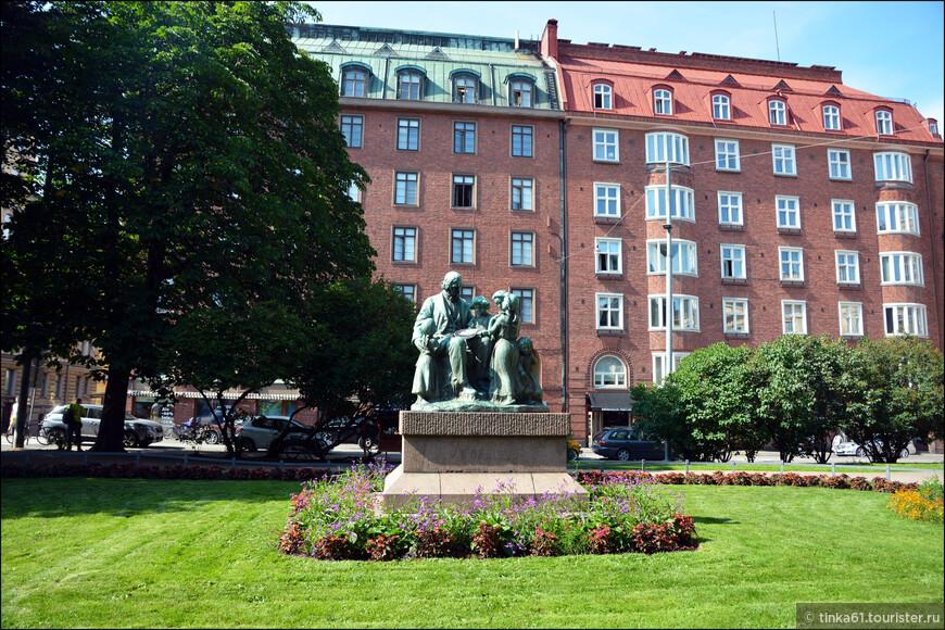"""Скульптура """"Топелиус и дети"""", 1909 г., посвящена памяти выдающего финского писателя  Захариаса Топелиуса."""