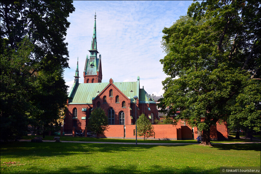 Церковь Святого Иоанна.Лютеранский храм конца XIX века, грандиозное творение шведского архитектора А. Меландера. Он был построен на том месте, где всегда отмечался языческий праздник Ивана Купалы.
