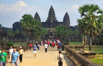 В Камбодже туристам запретили приносить еду в Ангкор-Ват