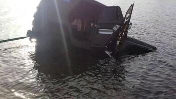 Автомобиль с туристами из Москвы утонул под Астраханью