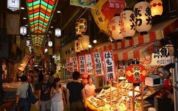 В Японии туристов просят не есть на ходу