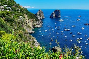На Капри туристов будут штрафовать на 500 евро за пакеты и пластиковую посуду