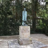 """Памятник """"простому"""" человеку"""