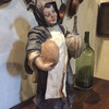 Тоскана, статуя монаха на кухне , экскурсии по Тоскане и винно-гастрономические туры с частным индивидуальным гидом на русском языке