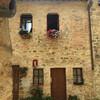 Тоскана, средневековые дома в старинном городке Сан Донато, экскурсии по Тоскане и винно-гастрономические туры с частным индивидуальным гидом на русском языке