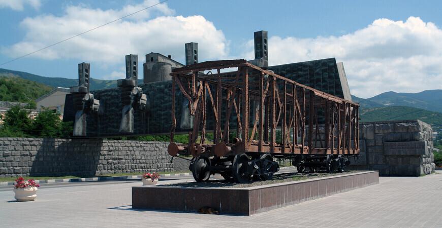«Расстрелянный вагон» (Мемориал «Рубеж обороны»)