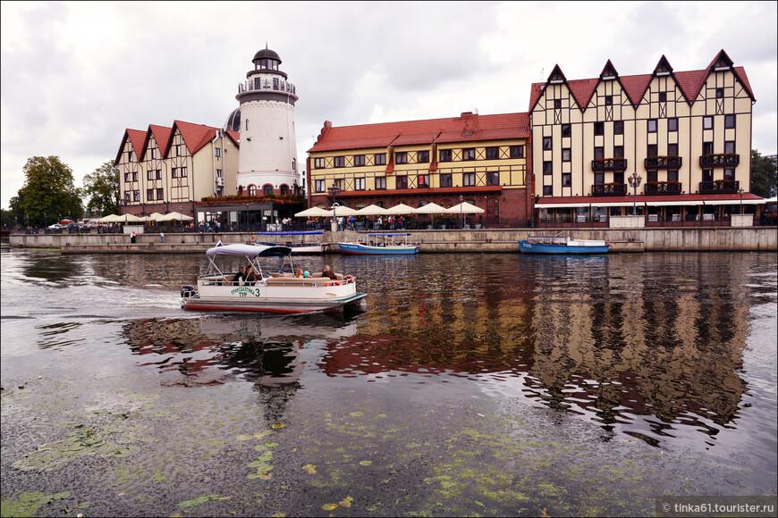 Рыбная деревня это небольшой квартал, оформленный в стиле старого Кёнигсберга, состоящий из стилизованных немецких домов. Начало строительству было пложено в 2006 году. И сегодня это одна из главных достопримечательностей города. Можно по-разному  к этому относиться. В принципе - неплохо, красиво, но откровенный новодел.