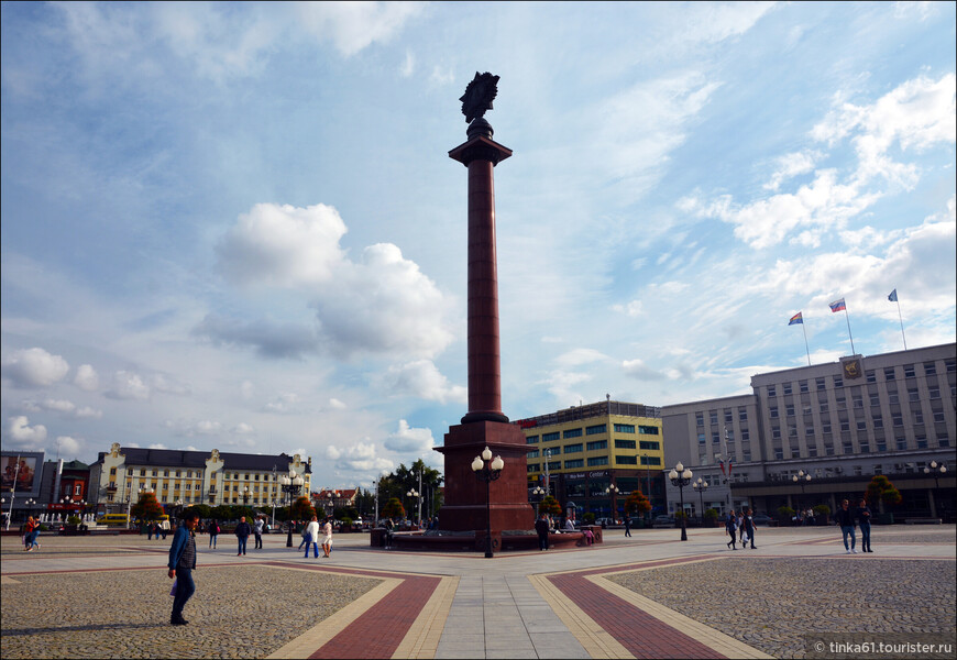Триумфальная колонна на площади Победы.
