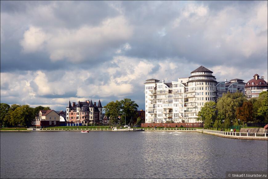 Современные жилые кварталы вокруг Верхнего пруда.