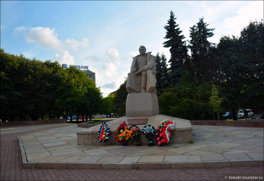 Памятник Маршалу Василевскому.