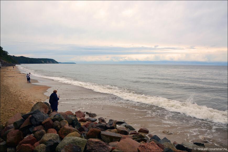И вот я уже гуляю по берегу Балтийского моря!  Не всё же Тихим океаном любоваться! На Балтике своя прелесть.