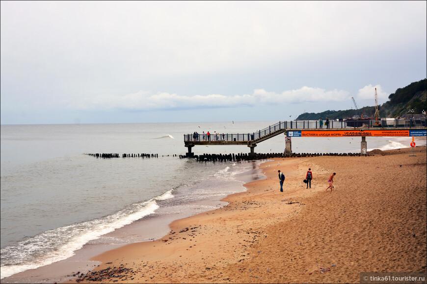 На пляже и Променаде определенно есть, чем заняться. Приятное место.