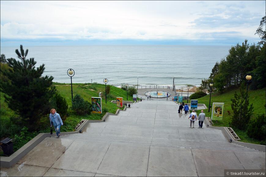 По этой лестнице я поднялась с пляжа в город.