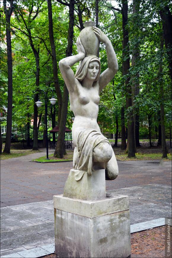 Простаяв долгое время в парке Светлогорска скульптура стала разрушаться и была перевезена в музей Брахерта для реставрации. Сейчас на старом месте в Лиственничном парке  установлена точная копия скульптуры.