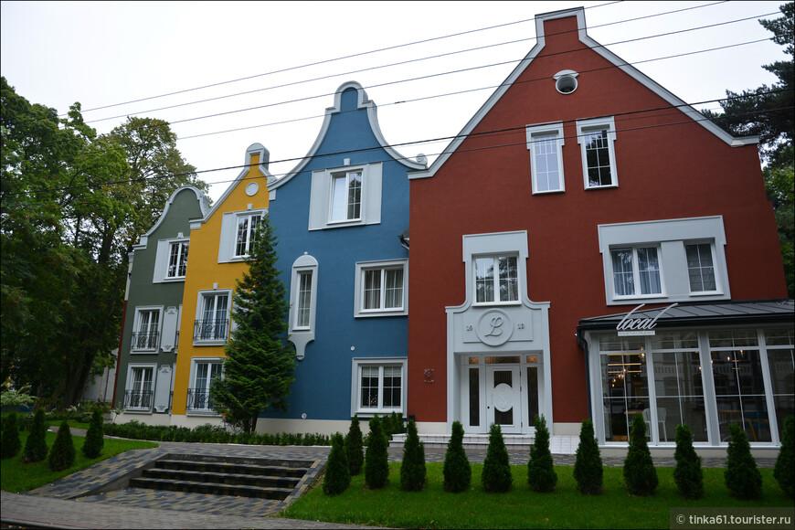 В этих симпатичных домиках разметились отели и рестораны. Вот это ресторан балтийской кухни  Local.